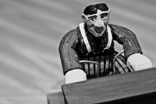 Blog_carving_piano man 006