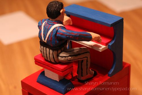 Blog_carving_piano man 004