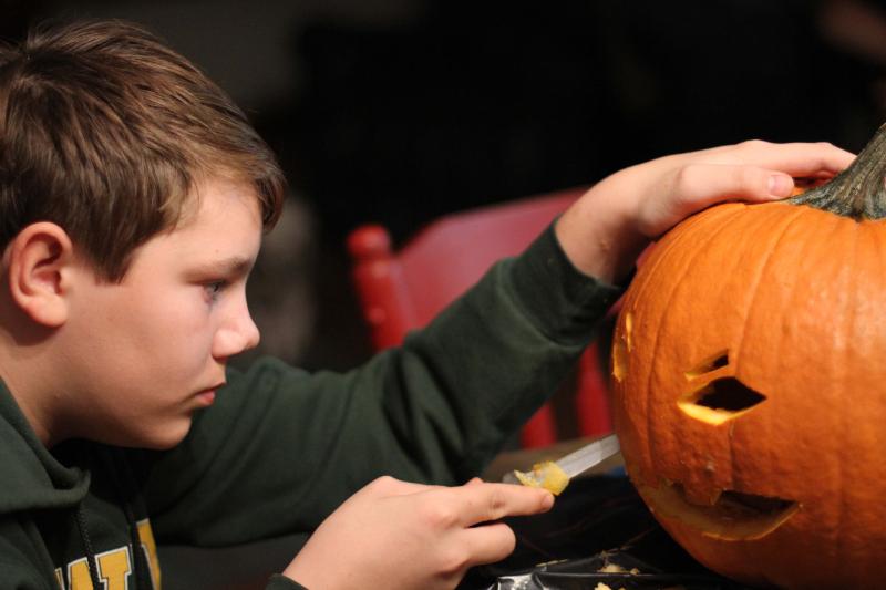 B_pumpkin carving 002